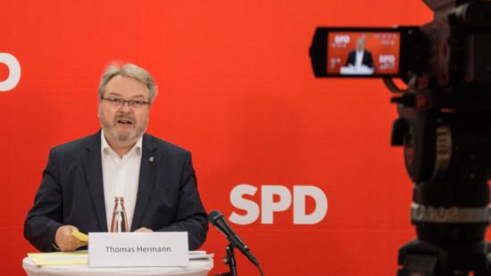 Moderierte die Veranstaltung zu Sicherheit in der Innenstadt: Bürgermeister Thomas Hermann.